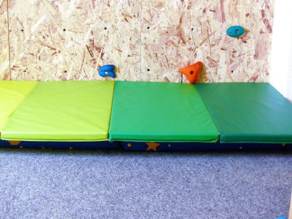 Eine Kletterwand im Kinderzimmer [DIY]